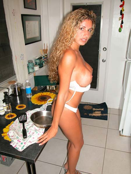 Pic #4 - Nikki In What'S For Dinner!