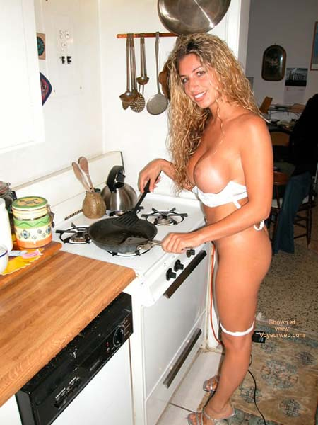 Pic #7 - Nikki In What'S For Dinner!
