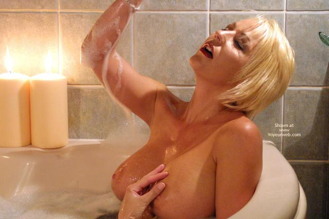 Pic #5 - Jan Sexy In The Tub 1