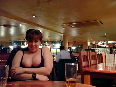 Pic #8 - Kelly      at the Bar