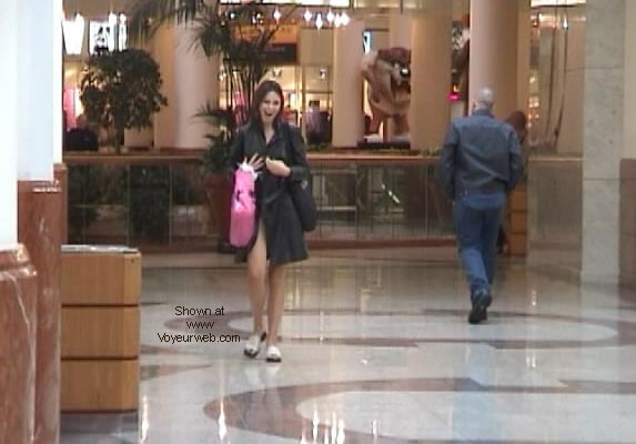 Pic #5 - Demi's Final shopping NIPS