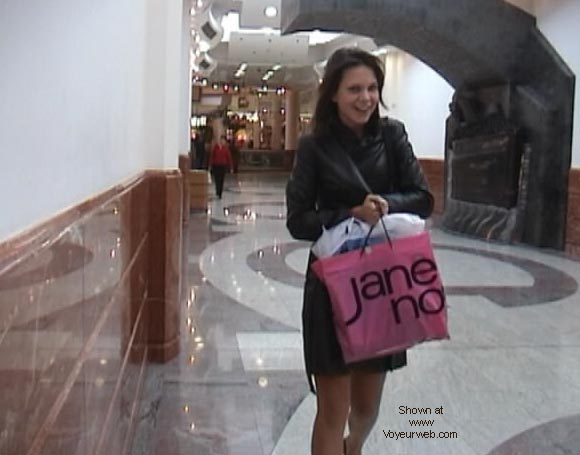 Pic #10 - Demi's Final shopping NIPS