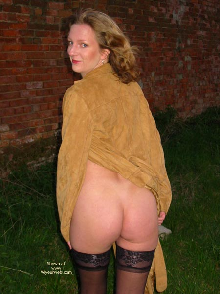 Pic #4 - Saucyminx Naked Outside 1