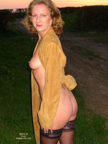 Pic #5 - Saucyminx Naked Outside 1