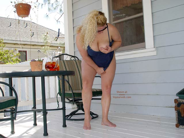 Pic #5 - Curvy Kay On The Porch