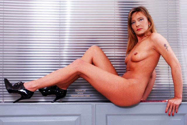 Pic #5 - Susy Rocks Naked At The Window