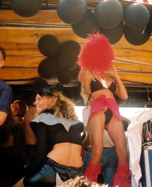 Pic #2 - Heineken FFWD Dance Parade 2001