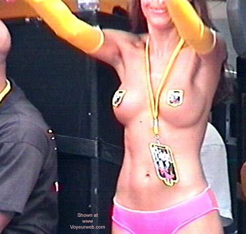 Pic #4 - Heineken FFWD Dance Parade 2001