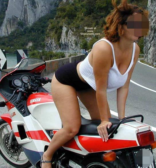 Pic #4 - Tiziana in Moto