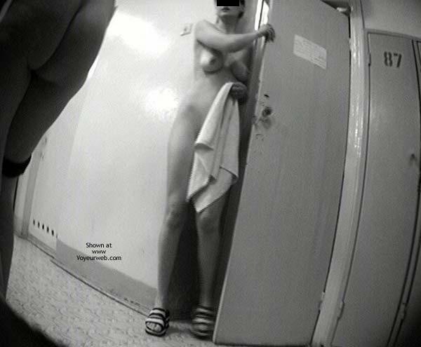 Pic #3 - Pool Dress Room - super