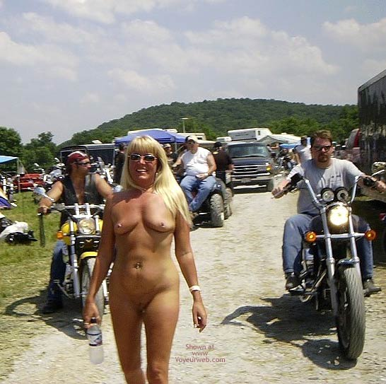 Pic #10 - Flashingal Naked Walk in The Afternoon