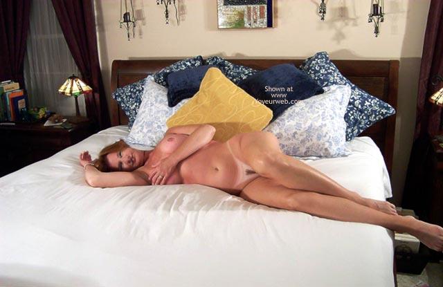 Pic #1 - Carolina Bi Babe - All Nude