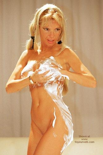 Pic #5 - Alexia Jugando Con Crema