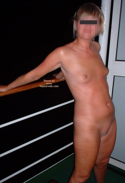 Pic #7 - Naked in a Cruise Ship Corridor