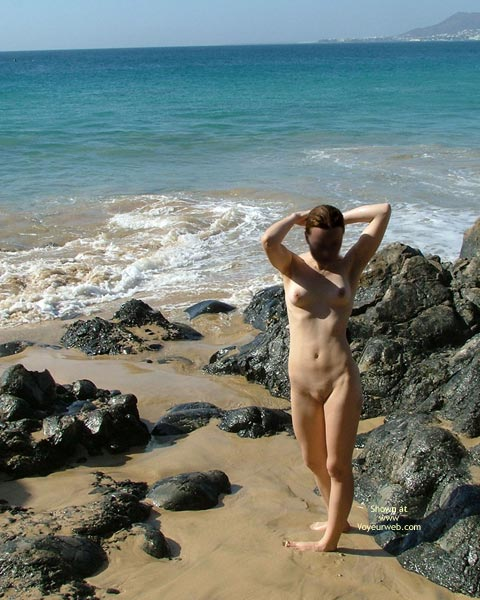 Pic #1 - *SK 20 yo Susan´s First Time Nude on The Beach