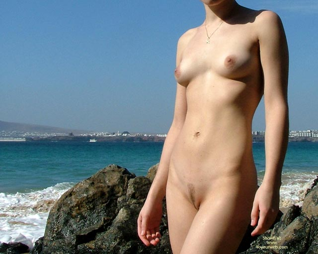 Pic #5 - *SK 20 yo Susan´s First Time Nude on The Beach