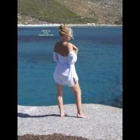 Elli On The Rocks