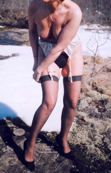Pic #5 - Mrs.Cleaver Stripping In The Snow 1
