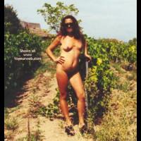 Caroline Dans Les Vignes.