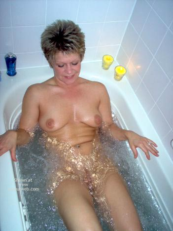Pic #3 - Angelique In The Tub
