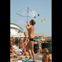 Beach Voyeur:Hot Chicks At The Beach