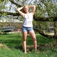 Nude Friend:*WO Drew Wet Outside