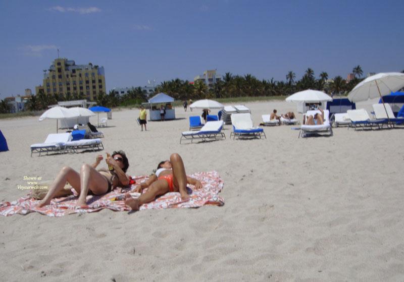 Pic #5 - Beach Voyeur:Beach Crotch Shots