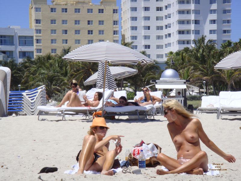 Pic #6 - Beach Voyeur:Beach Crotch Shots