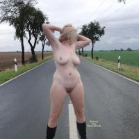 Nude Me:Street Nude