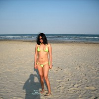 Topless Wife:*SP Indian Wife In Lime Bikini