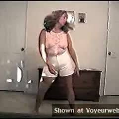 Wife Video:I Love To Dance And Strip