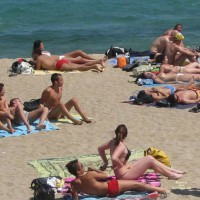 Beach Voyeur:Taking Out The Bra And Others