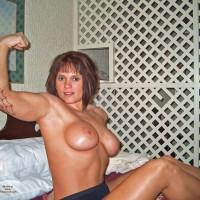 Nude Amateur:Muscular Woman