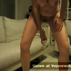 Nude Wife:Pissing