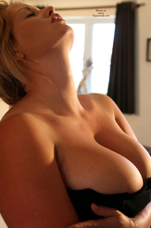 Pic #1 - Full Round Tits - Huge Tits , Tripple C, Very Large Tits, Voluptuous Ecstacy, Tit Tease, Nice Skin