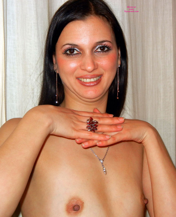 Pic #1 - Topless Friend:Valery Flowing 100% Free Plastic , Hi Guy Tel Me If You Like Me So... With Flat Tis... Or Prefer That I Use A Creme For Have A Tits Little<br />big, I Weith Your Response... Kiss   Valery Flowing