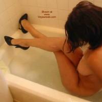 Daddiesgrl Plays In The Tub