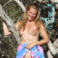 Bri and a Breath of Nothing - Blonde Hair, Long Legs, Natural Tits, Perfect Tits, Pussy Lips, Shaved, Strip, Sexy Ass
