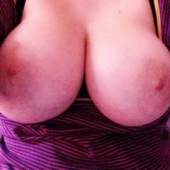 My very large tits - Kayleigh