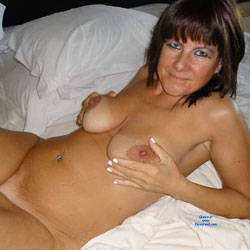 Teasing Mature On Bed Waiting - Bed, Big Tits, Brunette Hair, Full Nude, Hanging Tits, Milf, Naked In Bed, Nipples, Shaved Pussy, Short Hair, Showing Tits, Hairless Pussy, Hot Girl, Sexy Body, Sexy Boobs, Sexy Face, Sexy Legs, Sexy Woman