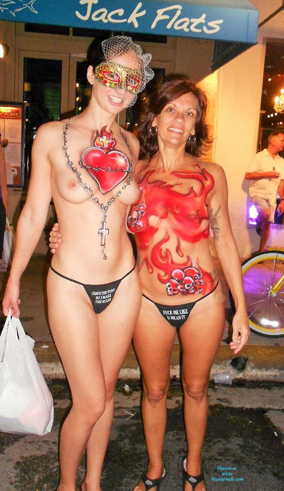 Fantasie Fest Mädchen nackt Party