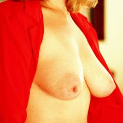 Large tits of my wife - Lindy