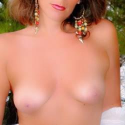 Medium tits of my girlfriend - De a