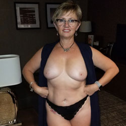Wife Stripping  - Topless Wives, Big Tits, Mature, Amateur, Girls Stripping