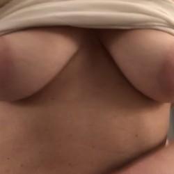 Medium tits of a neighbor - Cindie