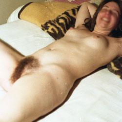 Girlfriend Nude - Nude Girlfriends, Bush Or Hairy, Amateur