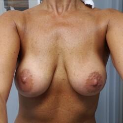 Medium tits of my wife - My Girl52