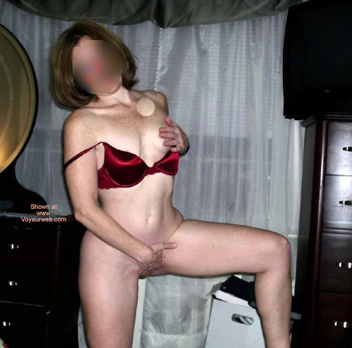 Pic #8 - Lincoln'S Red Bra