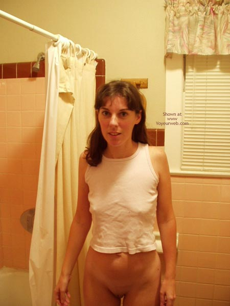Pic #1 - Amy Shaving In The Shower