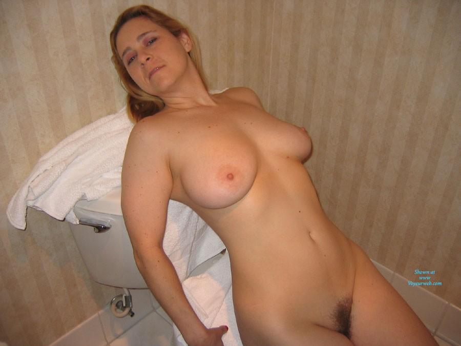 Pic #1 - Dans la Salle de Bain - Big Tits, Hairy Bush , Juste Moi Dans La Salle De Bain.  Just Me In The Bathroom.
